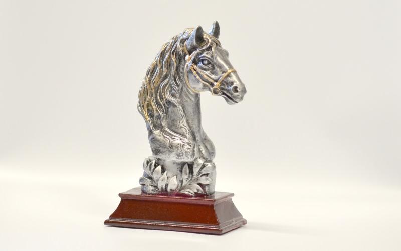 Silberfarbener Pferdekopf Ehrengabe